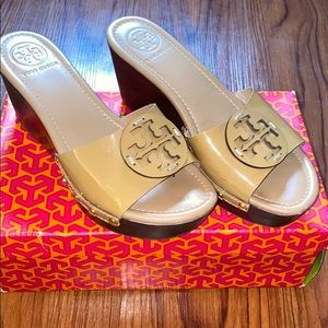 TORY BURCH WEDGE (PATENT) (great condition)